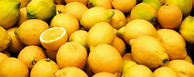 1024px-Valencia_market_-_lemons